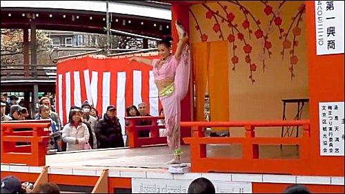 中国雑技団の演技1