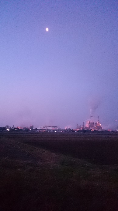 工場とハーフムーン