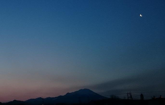 黎明の三日月