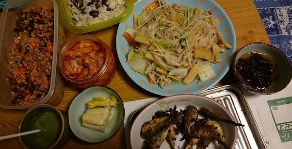 麹、むかごゴハン、キムチ、白菜漬け、まーみーなー炒め、モズク、豆鯵