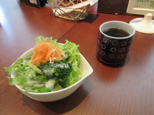 サラダとモリンガ茶