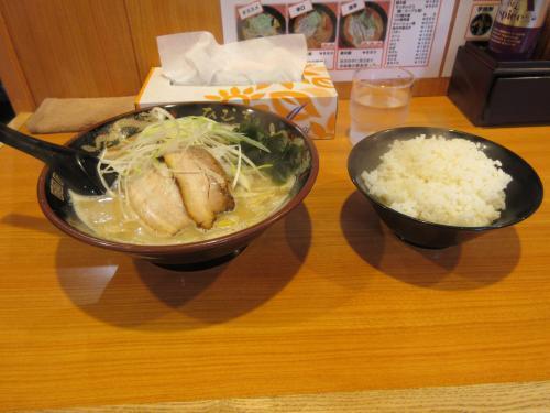 札幌味噌らぁ麺と半ライス