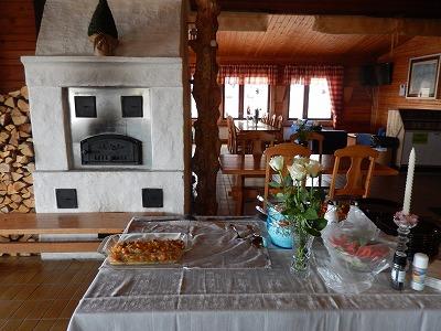 料理テーブルと暖炉