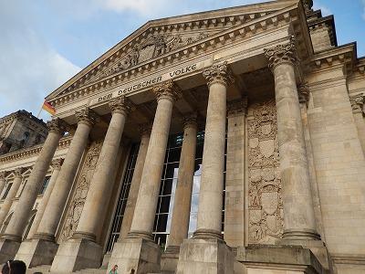 ドイツ連邦議会議事堂入り口