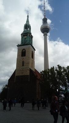 マリエン教会とテレビ塔