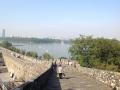 街を囲む城壁より玄武湖