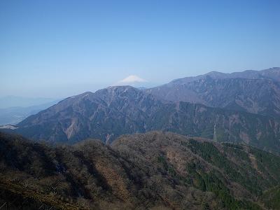 三ノ塔の向こうに富士山