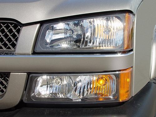 2005-chevrolet-silverado-2500-hd-ls-crew-cab-short-bed-4wd-truck-headlight.jpg