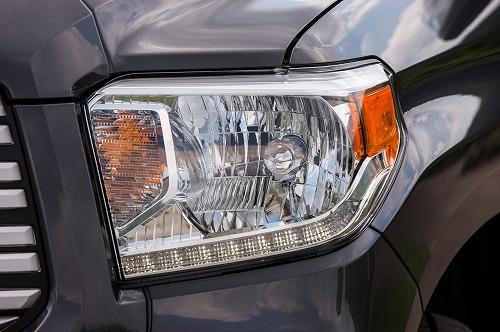 2014-toyota-tundra-platinum-headlight.jpg