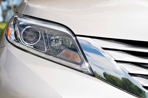 2015-Toyota-Sienna-LTD-headlamp.jpg