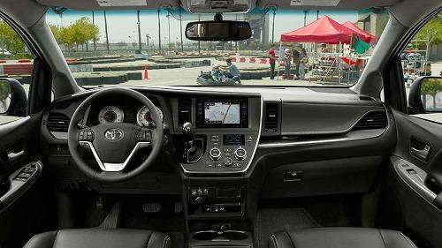 2018-Toyota-Sienna-interior-dashboard.jpg
