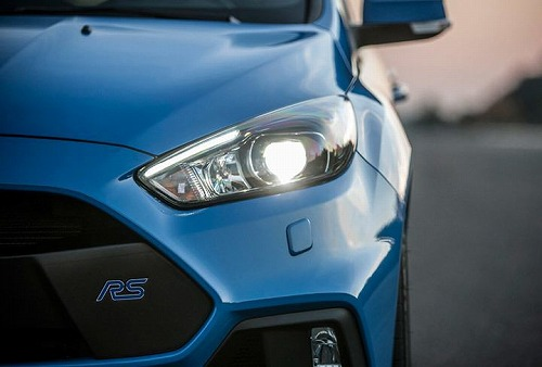 focus-rs-headlight.jpg