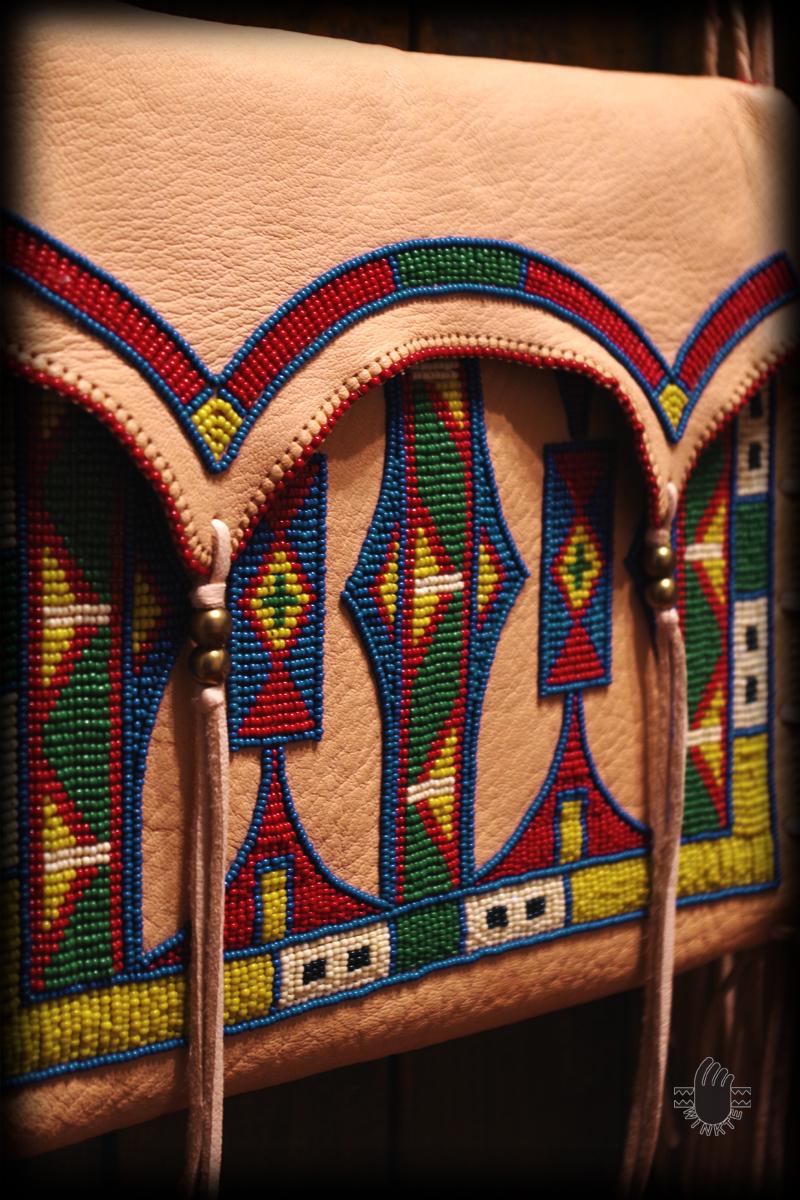 Parfleche Style Beaded Shpulder Bag 3-2 logo ver