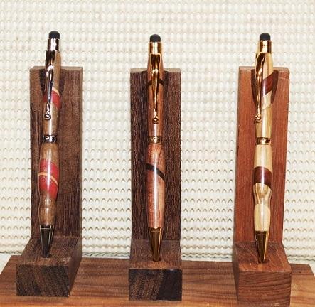 P2050024 寄木スタンドに3本