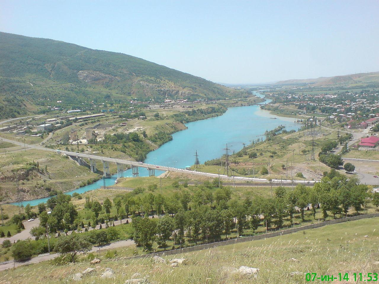 Chirchiq_river_near_Chorvoq.jpg