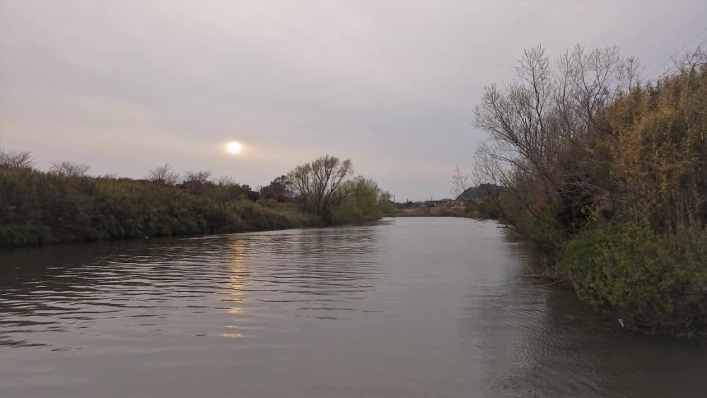 夕暮れの小糸川