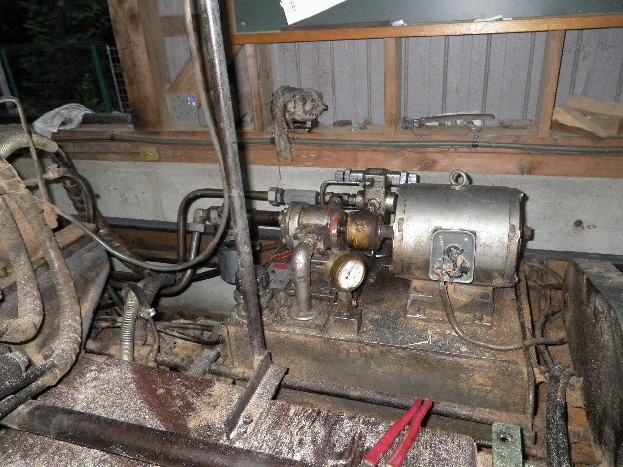 油圧ユニット167