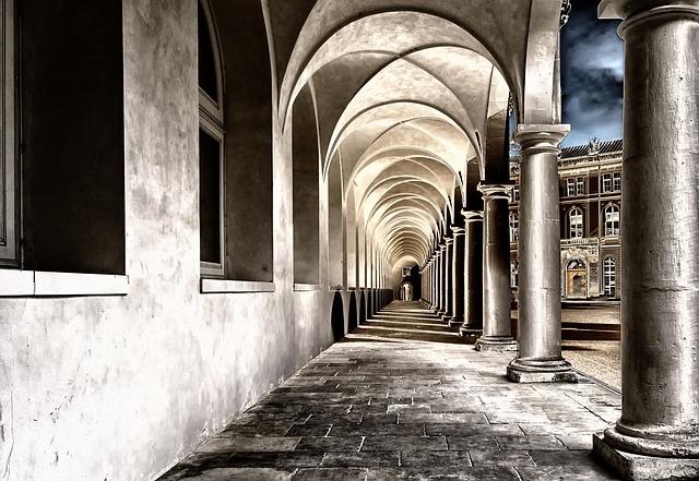 cloister-2041063_640 (1)