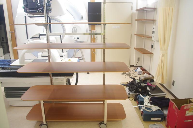 砺波総合病院 吸引式固定バック用ラック