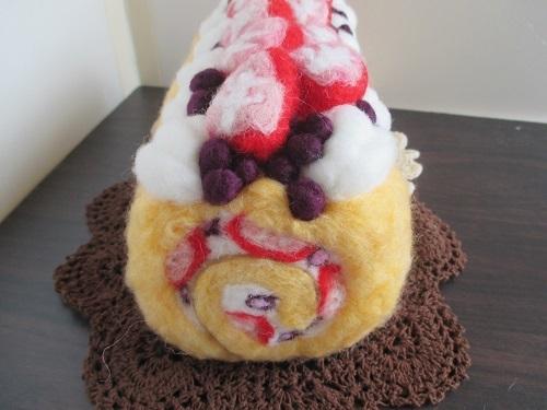 苺のロールケーキ完成2