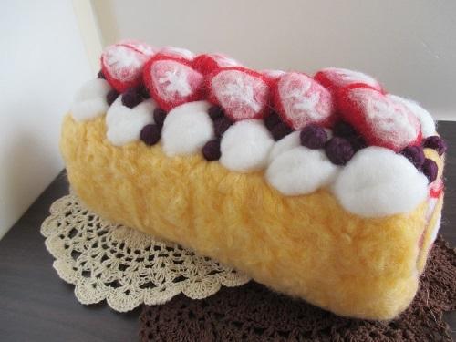 苺のロールケーキ完成3