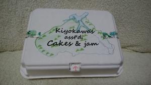 プチケーキとジャム、クッキーの詰め合わせ