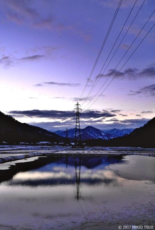 絶景探しの旅 - 0129 青い朝 冬の白山連峰を望む田園風景(石川県 白山市)