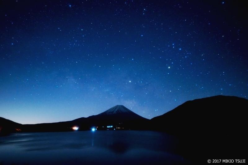 絶景探しの旅 - 0139 満天の星輝く 富士山と本栖湖(山梨県 身延町)