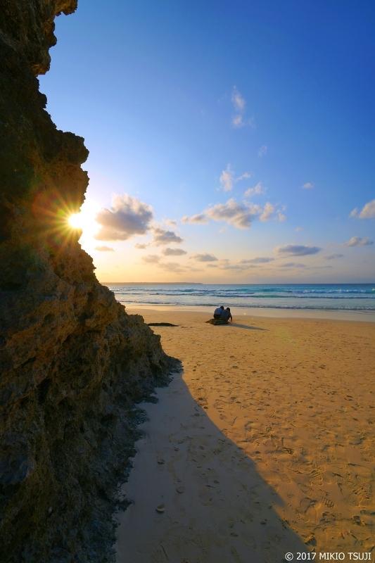 絶景探しの旅 - 0162 アーチ岩と夕日 (砂山ビーチ / 沖縄県 宮古島)