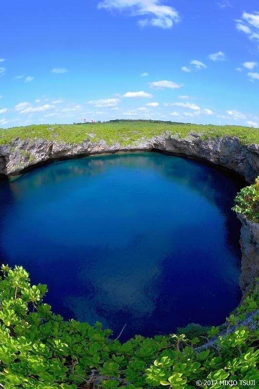 絶景探しの旅 – 0158 神秘な二つの池 名勝・天然記念物「通り池」 (沖縄県 宮古島市 下地島)