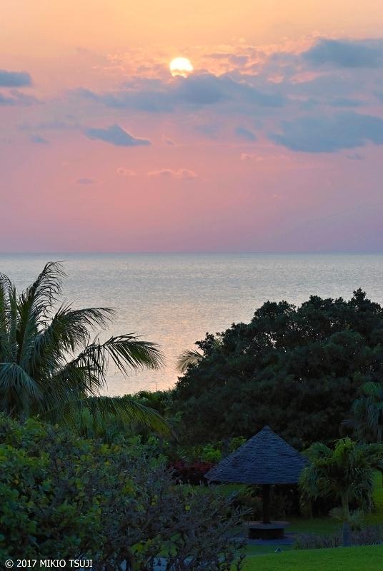 絶景探しの旅 - 0182 珊瑚礁の島の淡い夕焼け (前浜ビーチ/沖縄県 宮古島市)