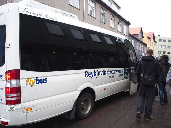 ツアーのバス