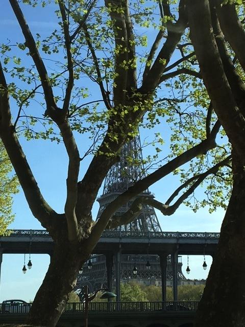 春のパリの一日