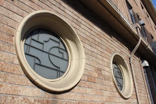 0226:新港貿易会館 アールデコの丸窓
