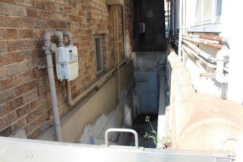 0226:新港貿易会館 地下への階段