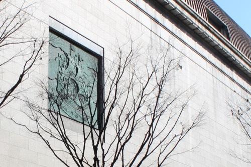 0228:神戸市立美術館 西側のレリーフ