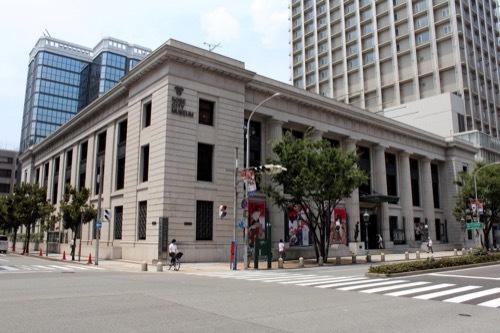 0228:神戸市立美術館 交差点からの様子①
