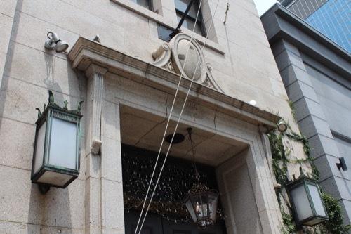 0232:チャータードビル 東側入口