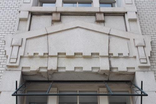 0235:海岸ビル 破風装飾②