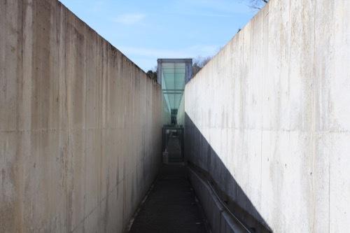 0242:植村直己冒険館 入口通路②