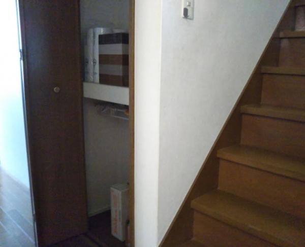 廊下の収納の使い方を変える1