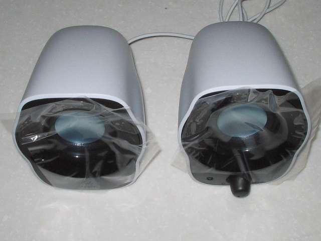 PC スピーカー Logicool Stereo Speakers Z120BW 緩衝材プチプチからスピーカーを取り出す