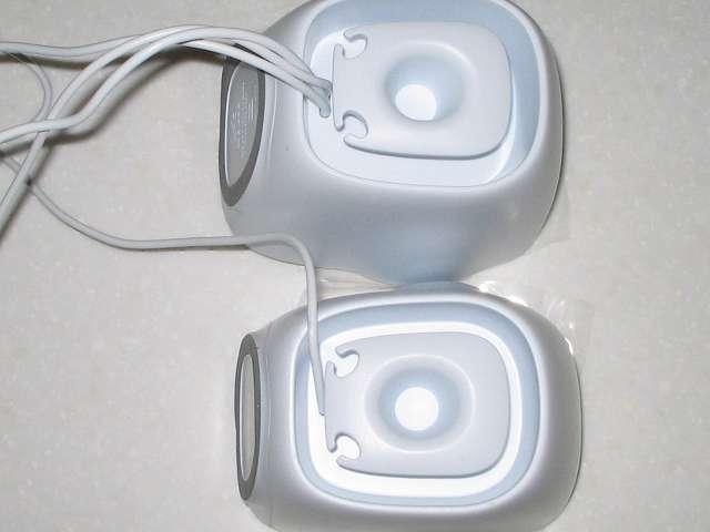 PC スピーカー Logicool Stereo Speakers Z120BW スピーカー背面 ケーブル収納スペース