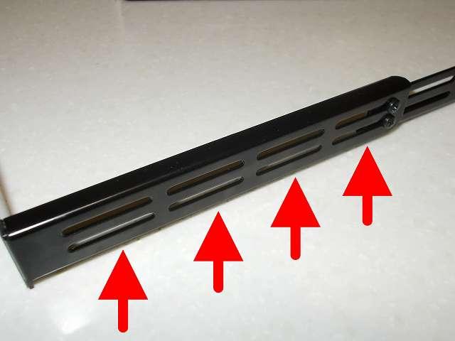 長尾製作所 VGA サポートステイ L 自己粘着式 SS-NVGASTAY02-L サポートステイにある 4つに分かれている延長ステイ高さ調整用スリット穴