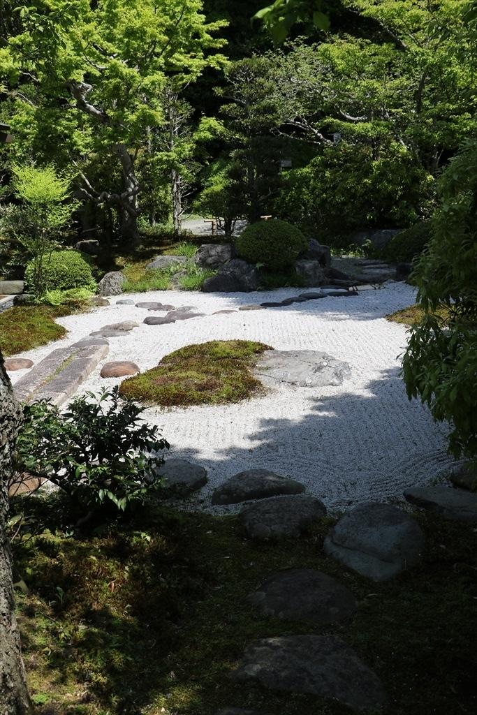 外から見た枯山水庭園_3