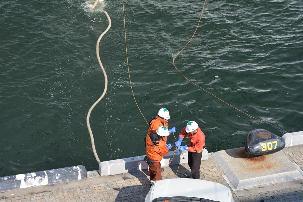 ロープを係留する作業_1