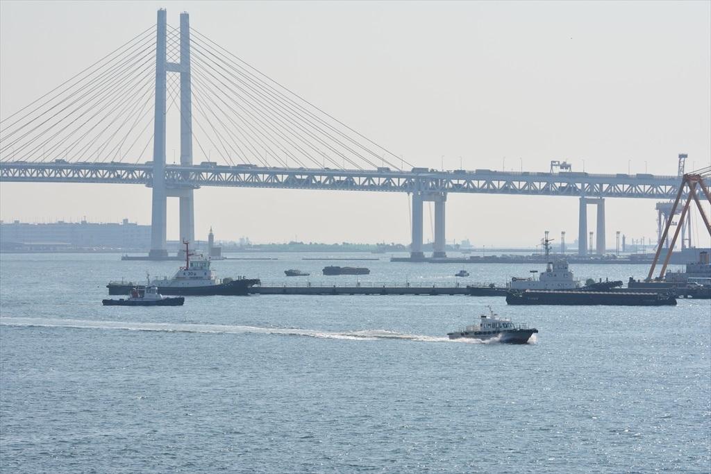 ベイブリッジと小型の船舶_2