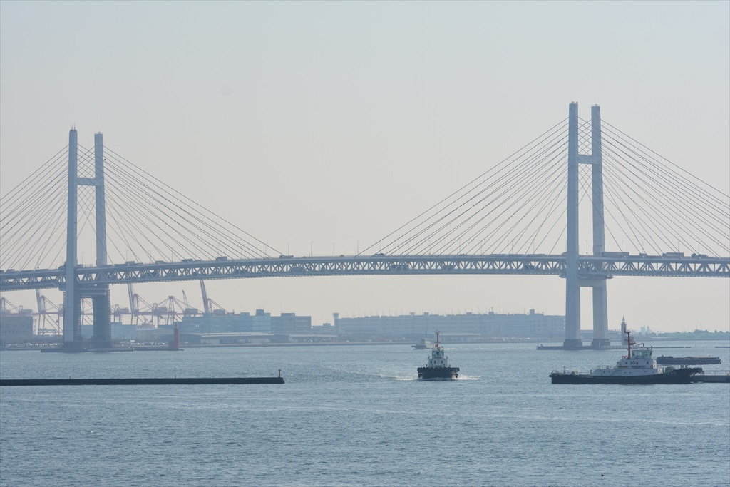 ベイブリッジと小型の船舶_3