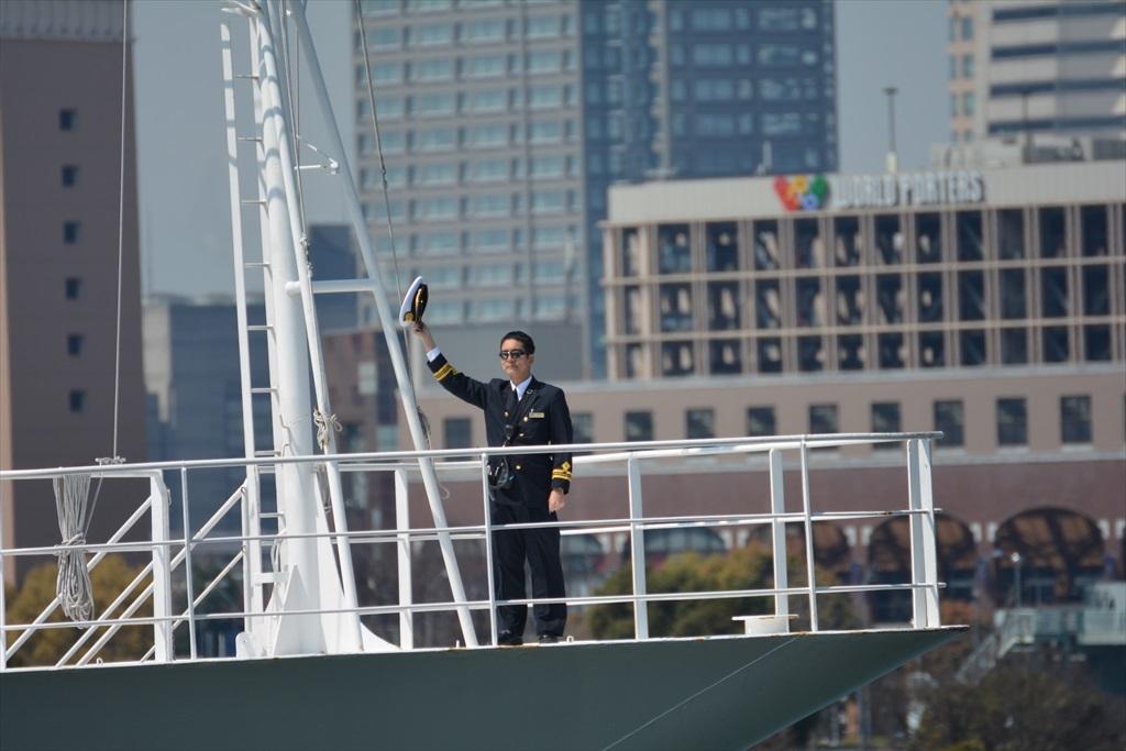舳先にいるのはおそらく船長さんだろう_2