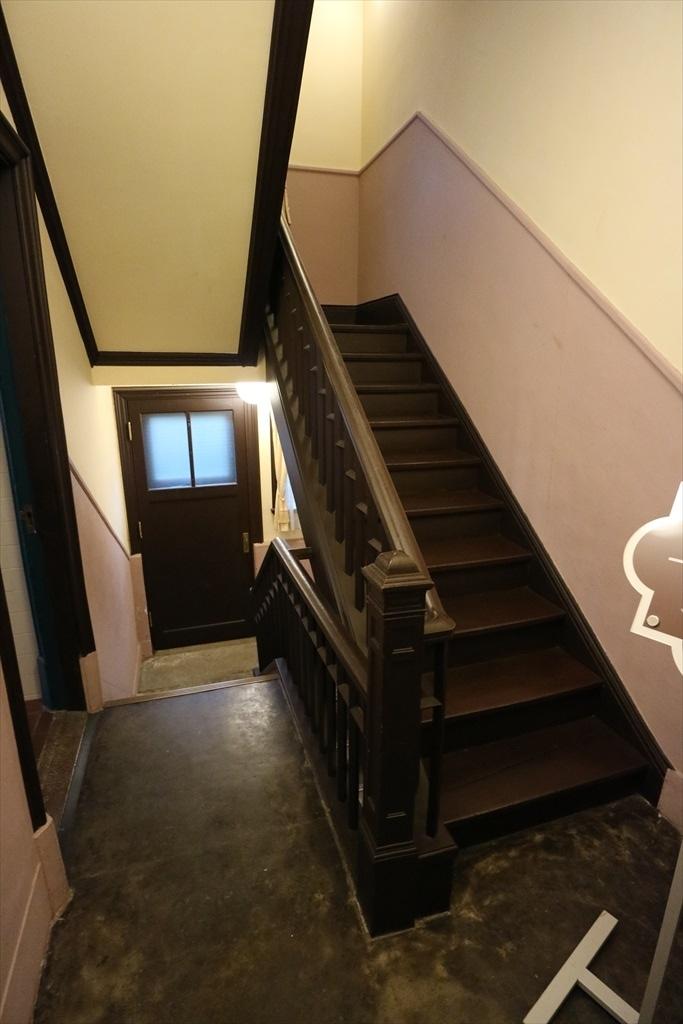 サブの階段